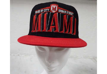 Immagine di Cappellino Miami urban city Black and red